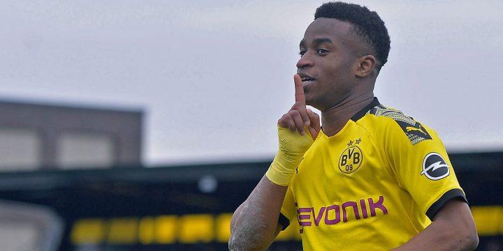 Hàng thủ Dortmund phá tan ngày vui của cầu thủ Youssoufa Moukoko